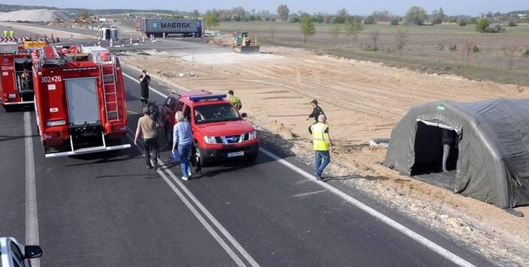 Na miejscu wypadku działało 17 zastępów straży pożarnej, a także policja i przedstawiciele Wydziału Bezpieczeństwa i Zarządzania Kryzysowego.