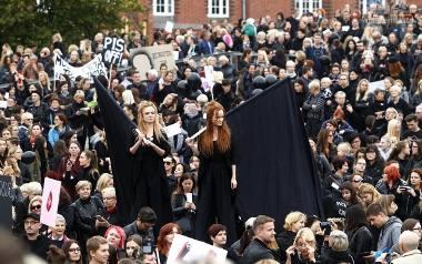 """Czarny protest w Szczecinie. """"Dość pogardy dla kobiet"""""""