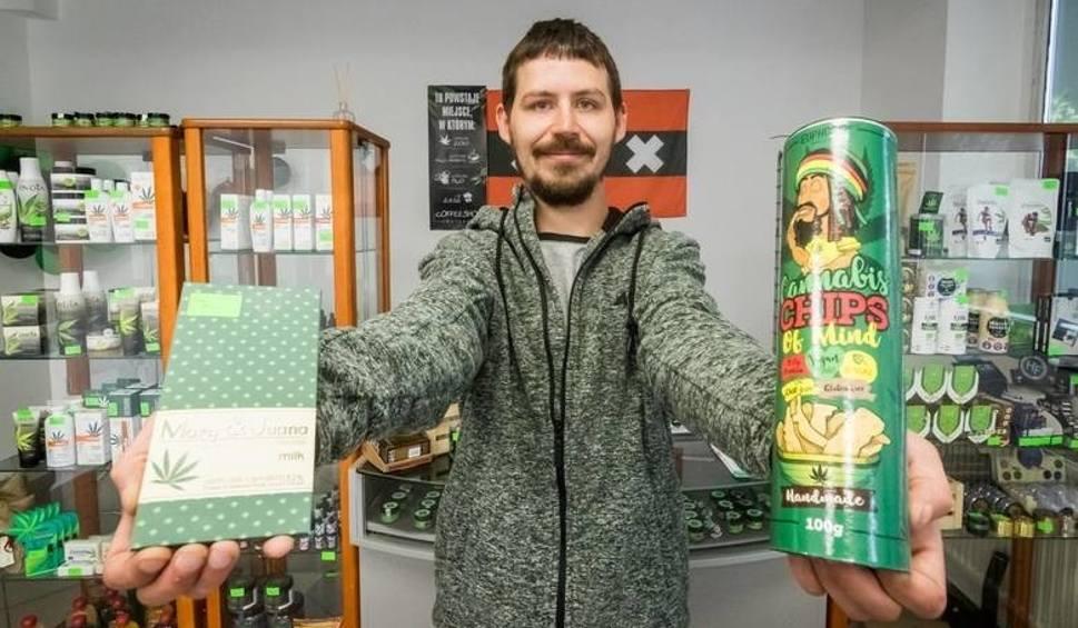 Film do artykułu: Sanepid wszedł do coffee shopu w Bydgoszczy i zabrał susz [22.07.2019]