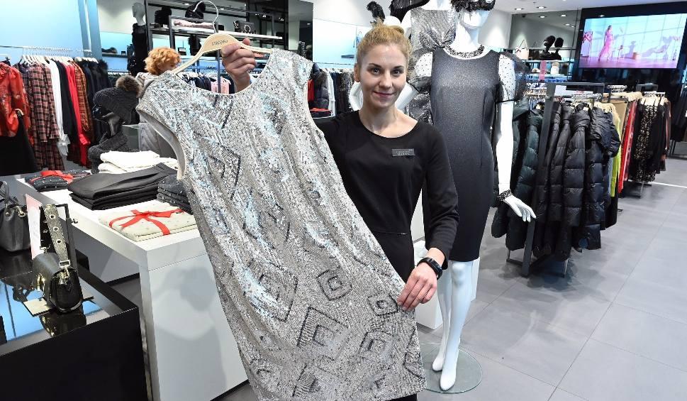 Film do artykułu: Studniówki 2020, jaka obowiązuje moda w Świętokrzyskiem? Hitem jest sukienka Anny Lewandowskiej. Oto najnowsze trendy (ZDJĘCIA, WIDEO)