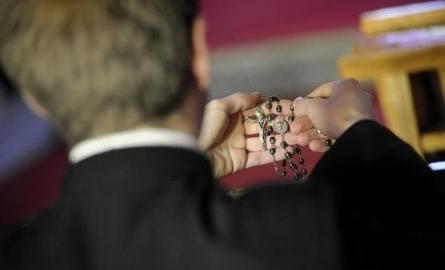Ksiądz dyrektor molestował podopiecznych. Prokuratura w Częstochowie postawiła mu 11 zarzutów