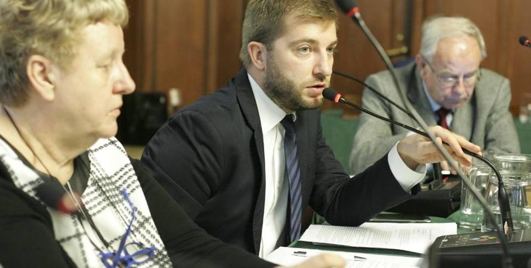 Marcin Sałata na sesji rady miasta.