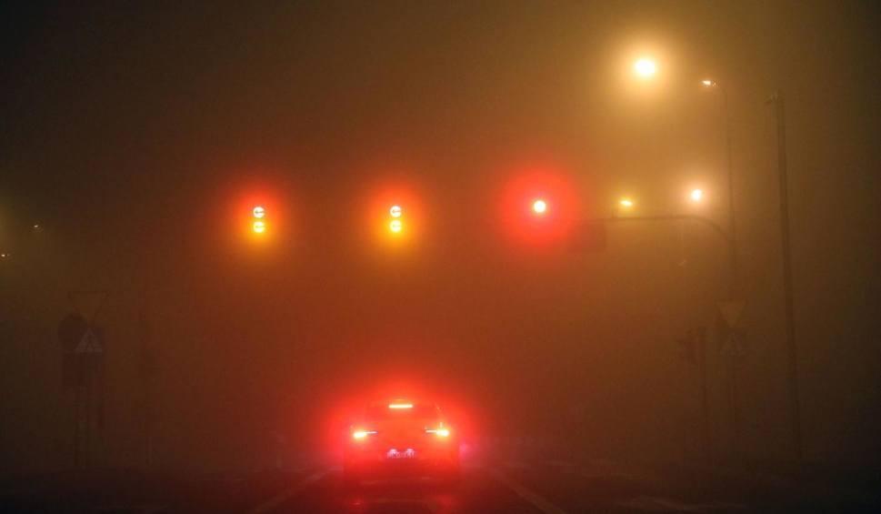 Film do artykułu: Opolskie. Gęsta mgła w nocy z wtorku na środę. Alert pogodowy