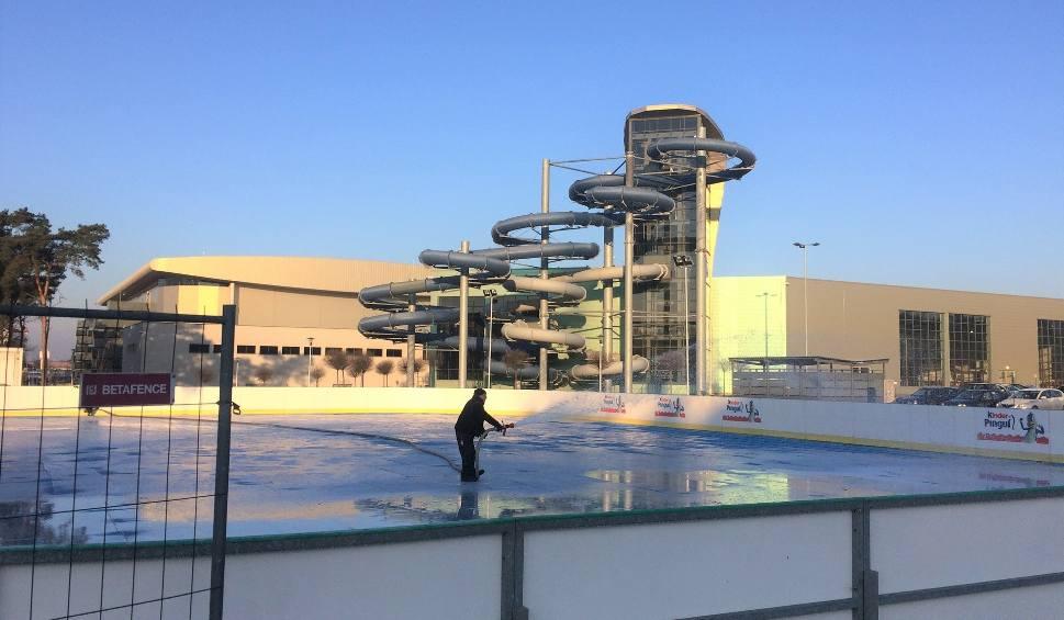 Film do artykułu: ZIELONA GÓRA. Rozpoczęły się prace przy lodowisku obok hali CRS. Kiedy otwarcie? [ZDJĘCIA, WIDEO]