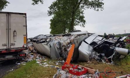 Około godz. 8.30 na drodze krajowej nr 5 w Luszkowie (powiat świecki) zderzyły się dwa samochody ciężarowe i jeden osobowy.Na miejscu jest 5 zastępów