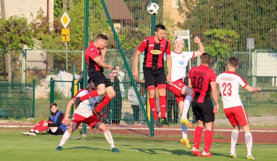 Film do artykułu: 4 liga. Szykuje się hit pomiędzy Oskarem Przysucha i Pilicą Białobrzegi! To będzie ciekawa kolejka!