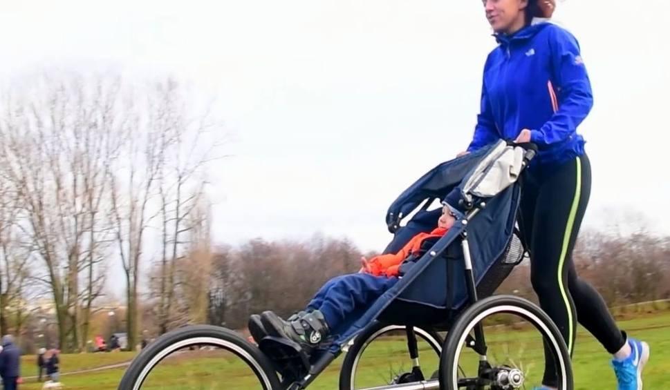 Film do artykułu: Bieganie z wózkiem. Od czego trzeba zacząć?