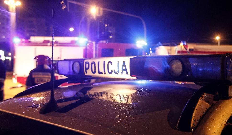 Film do artykułu: Potrącenie mężczyzny na ul. Focha w Bydgoszczy. Z poważnymi obrażeniami zabrano go do szpitala