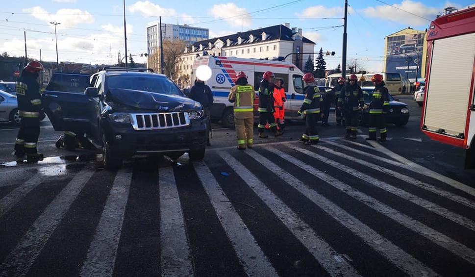 Film do artykułu: Uwaga kierowcy! Wypadek na rondzie Jagiellonów w Bydgoszczy [zdjęcia]