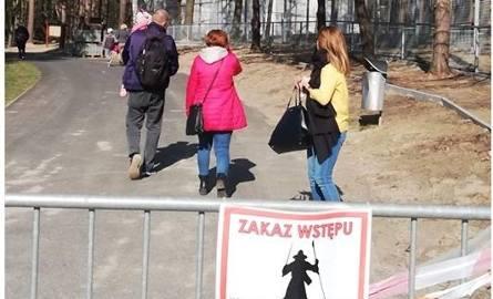 To zdjęcie pojawiło się dzisiaj na fanpage'u zoo. Zwiedzający nic nie robią sobie z zagradzających alejkę barierek