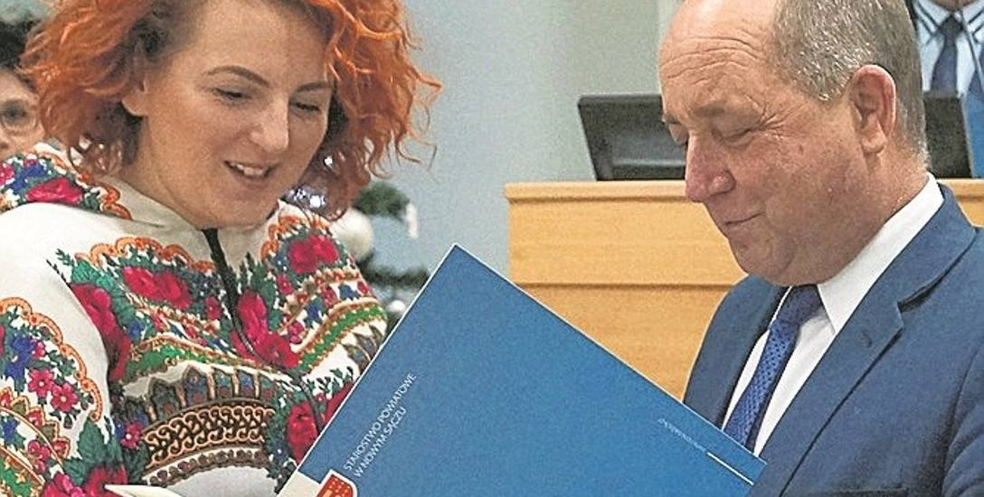 Monika Zielińska-Klimczak ze starostą Markiem Pławiakiem