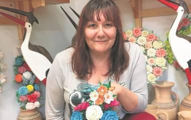 - Majenie domów kwiatami, zielonymi gałązkami i tatarakiem to zwyczaj kultywowany u nas od wieków - mówi Alicja Trukszyn.