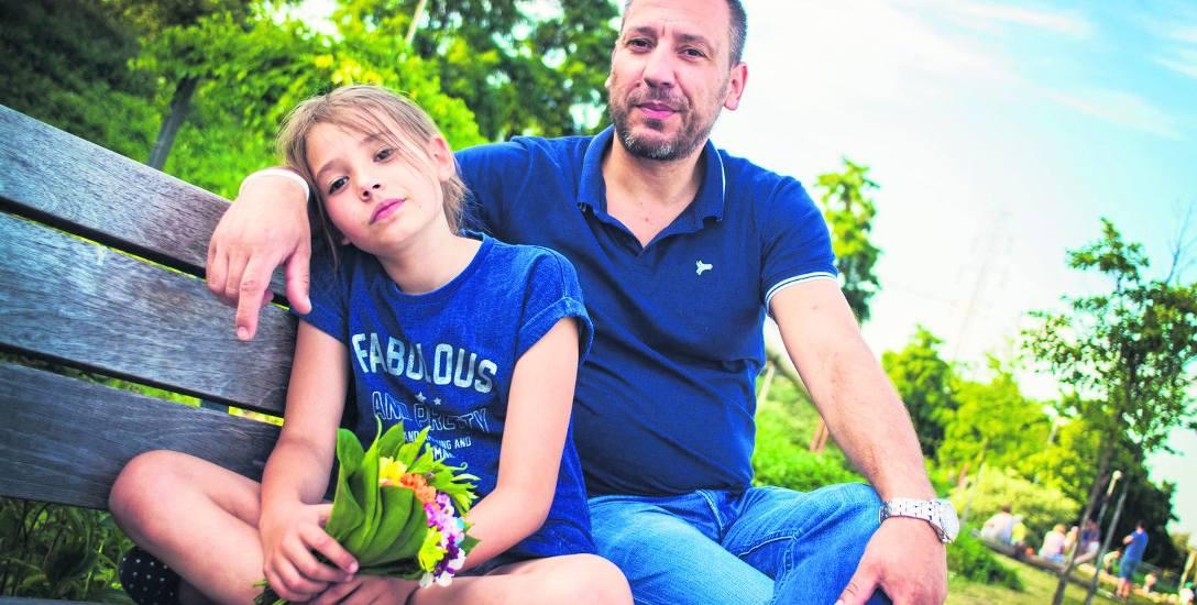 Jacek Olszewski po śmierci żony został sam z małą córeczką. Nie mógł sobie pozwolić na to, by się załamać. Musiał być dla Liliany i tatą, i mamą...