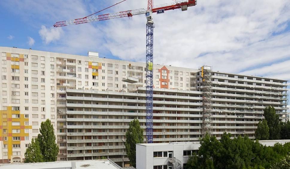 Film do artykułu: Tak powinno się remontować bloki w Polsce. Bloki z wielkiej płyty nie muszą być nudne