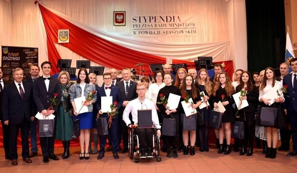Film do artykułu: Oto najlepsi uczniowie powiatu staszowskiego. Otrzymali stypendia od premiera i ministra edukacji narodowej (ZDJĘCIA)