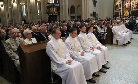 Dziewięciu nowych kapłanów archidiecezji łódzkiej. Święceń w łódzkiej katedrze udzielił abp Grzegorz Ryś