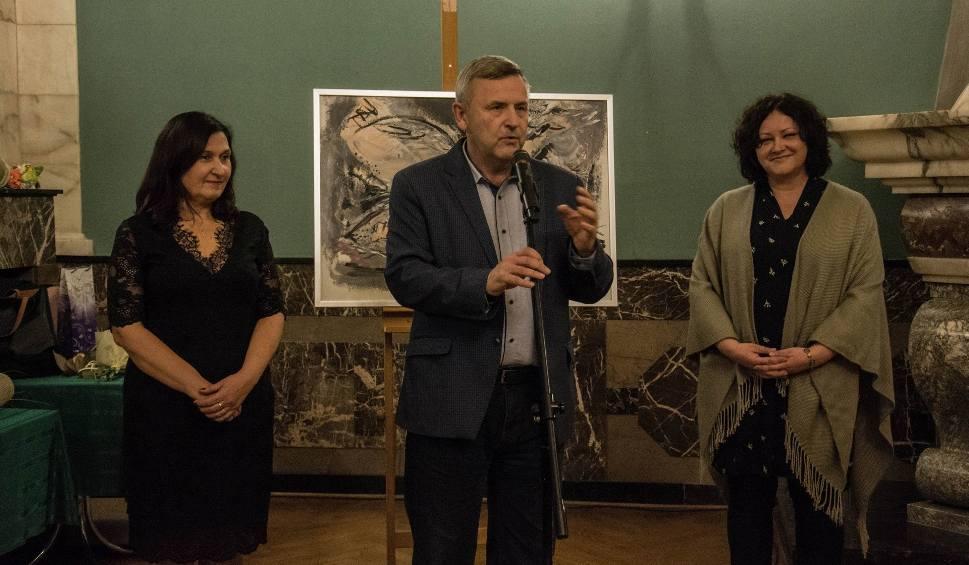 Film do artykułu: Wernisaż Elżbiety Nowak i Katarzyny Perz, czyli magiczny wieczór z malarstwem i poezją w Kielcach [WIDEO, ZDJĘCIA]
