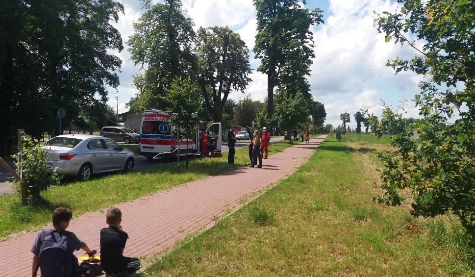Film do artykułu: Poważny wypadek w Żarach na ul. Czerwonego Krzyża. Mężczyzna spadł z rusztowania