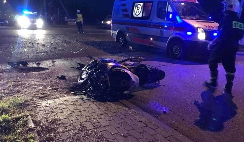 Film do artykułu: Dobrzyniewo Duże. Zginął motocyklista. Policjanci szukają świadków wypadku