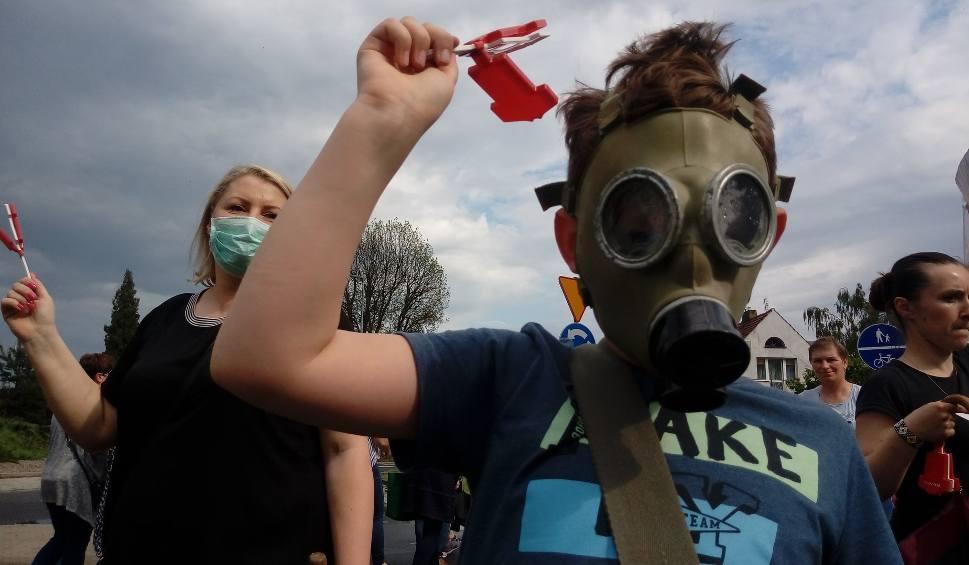 Film do artykułu: GORZÓW: blokada drogi krajowej nr 22. Tak ludzie protestowali przeciwko budowie biogazowni w Różankach [GALERIA]