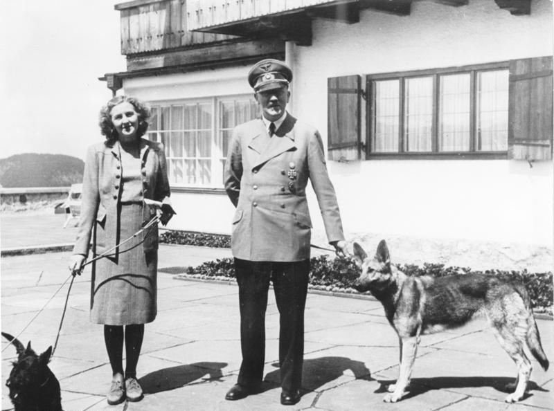 Ewa Braun i Adolf Hitler w rezydencji Berghof, 1942 rok.