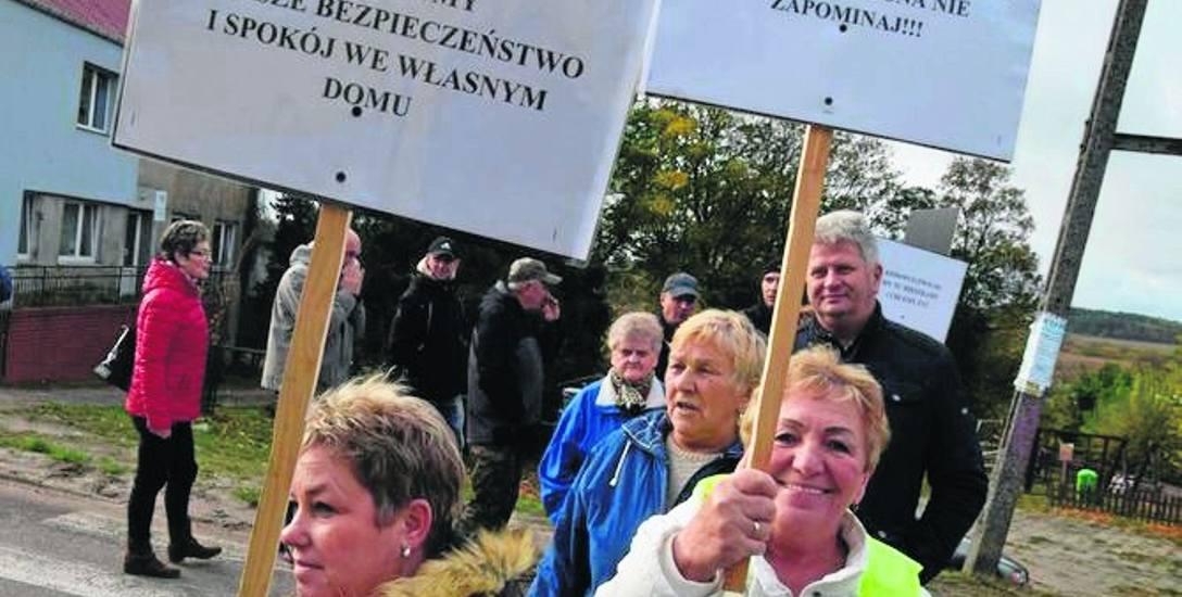 Mieszkańcy Parsęcka swoimi protestami wywalczyli w końcu budowę drogi ze żwirowni omijającej ich wieś