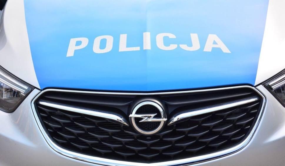 Film do artykułu: Wypadek na łuku drogi w gminie Tarłów. Kierowca w szpitalu