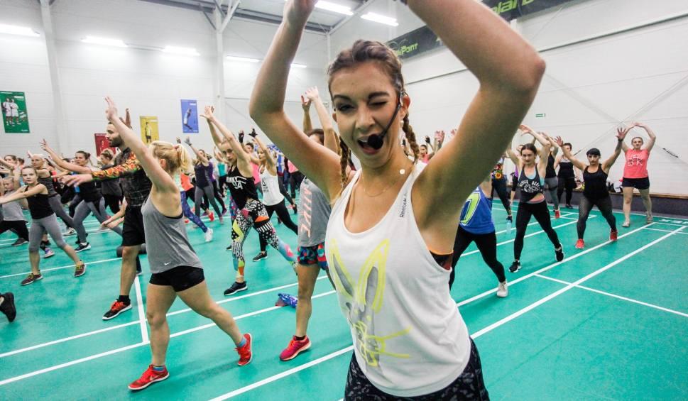 Film do artykułu: Siłownie i kluby fitness - KIEDY OTWARTE? Etapy otwierania. Kiedy siłownie, kluby fitness, kręgielnie, sale taneczne będą otwarte 24.05