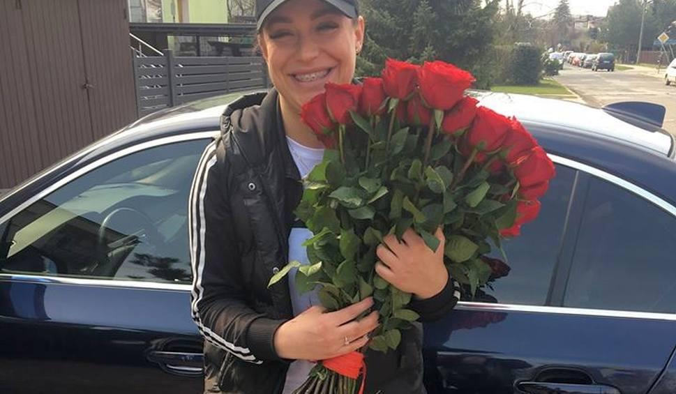 Film do artykułu: Radomska piłkarka, dostała kwiaty, pierścionek i powiedziała: TAK! Jej partnerem jest były piłkarz!