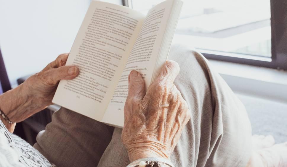 Film do artykułu: Koronawirus: jak zachęcić seniora do pozostania w domu?