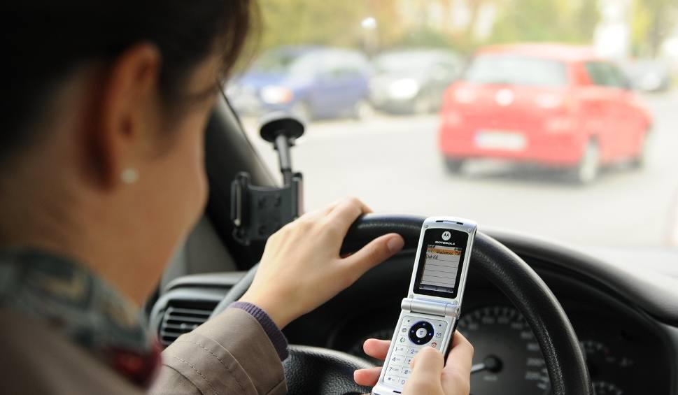 telefon w r ce kierowcy to przyczyna oko o 20 proc wypadk w. Black Bedroom Furniture Sets. Home Design Ideas