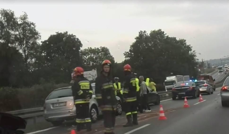 Film do artykułu: Libertów. Zderzenie dwóch samochodów