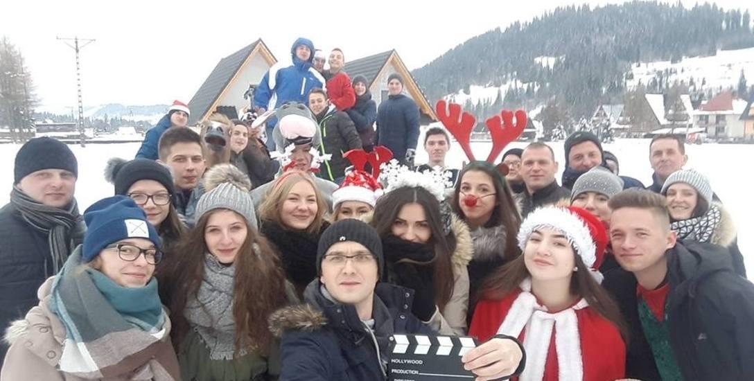 Powiat Bocheński. Orkiestra Baczków nagrała teledysk z Robertem Kasprzyckim