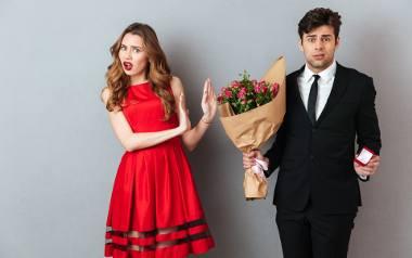 Młodzi Polacy coraz później decydują się na założenie rodziny. Jak wynika z prognoz demograficznych, ta tendencja będzie skutkowała przesunięciem średniego