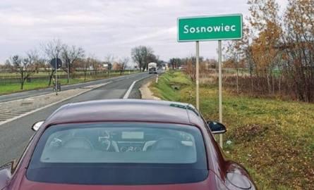 Kuba Wojewódzki znów robi sobie żarty z Sosnowca? Parkuje bentleya i robi wymowne zdjęcie