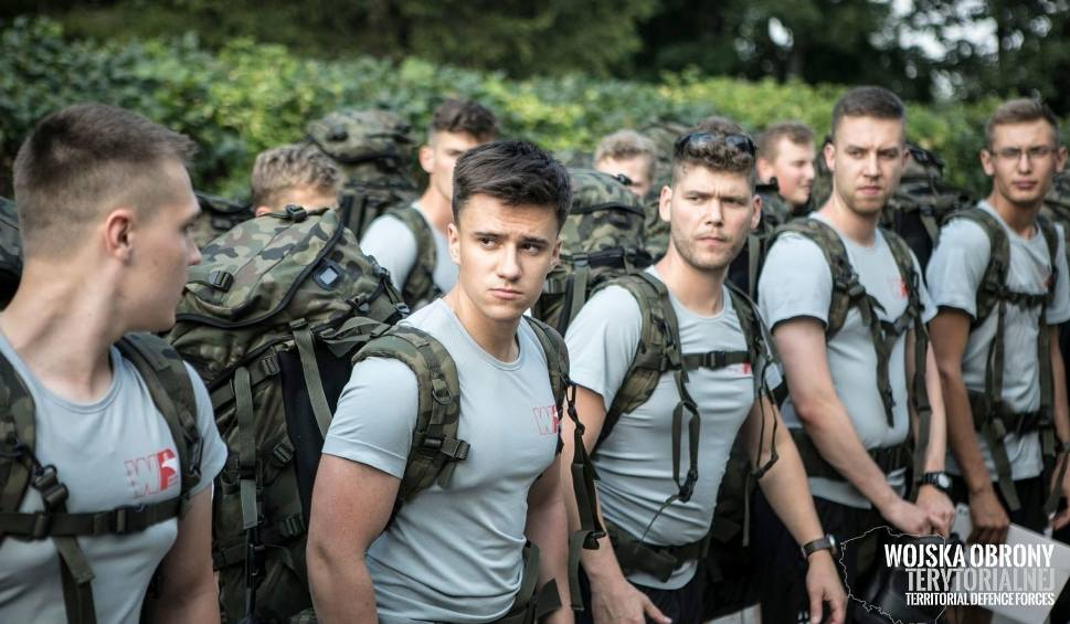 Film do artykułu: W 16 Dolnośląskiej Brygadzie Obrony Terytorialnej znów szkolą ochotników. Blisko 120 przyszłych terytorialsów trafi na poligon w Żaganiu