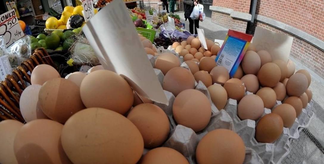 Jajka coraz bardziej drożeją. W niektórych sklepach zaczyna ich brakować
