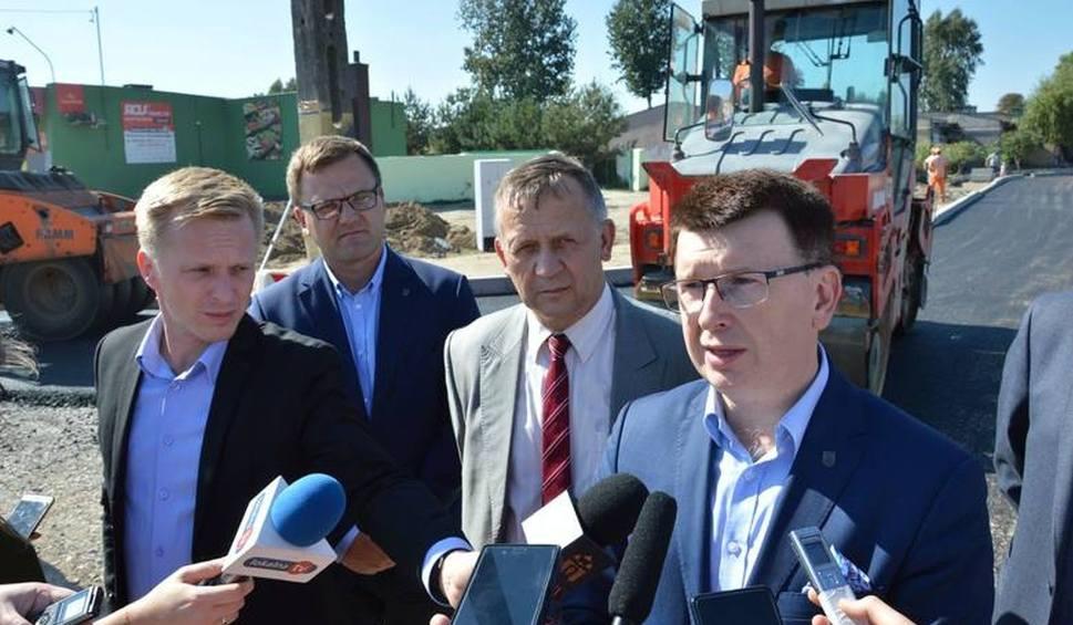 Film do artykułu: Aż 3 miliony złotych na budowę nowej ulicy w Ostrowcu. Przedłużenie Rzeczek jeszcze w tym roku