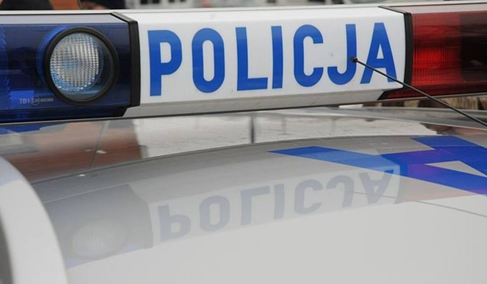 Film do artykułu: Poranne zderzenie na skrzyżowaniu w Starej Słupi. Jedna osoba w szpitalu