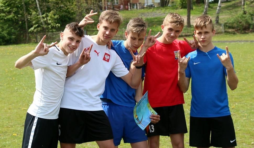 Film do artykułu: Uczniowie szkół podstawowych i gimnazjów w Skarżysku-Kamiennej rywalizowali w biegach przełajowych