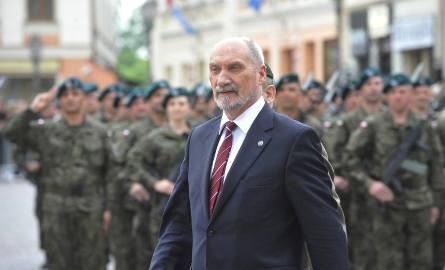 Macierewicz chce zmian w ustawie o urzędzie ministra obrony narodowej. Projekt trafił do prezydenta