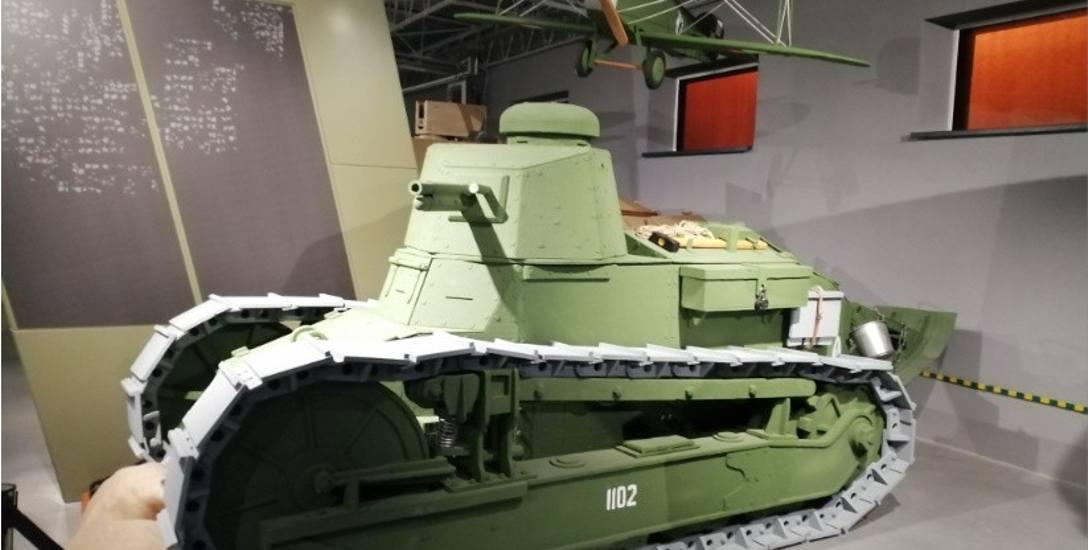 Styropianowy czołg Renault FT17 z poznańskiego Muzeum Broni Pancernej miałby doczekać się następcy - metalowego i jeżdżącego