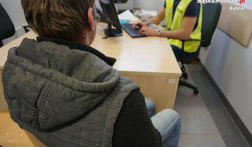Film do artykułu: Policjanci w Rybniku zatrzymali mężczyznę  podejrzanego  o napad