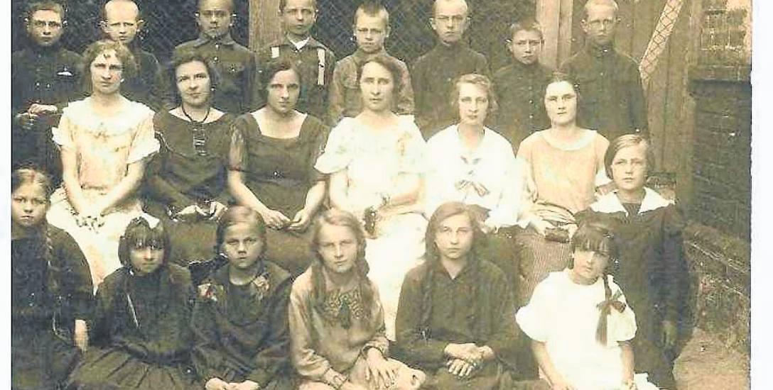 W 1929 r. mury nowo postawionej  szkoły przy ul. Gdańskiej opuścili pierwsi absolwenci