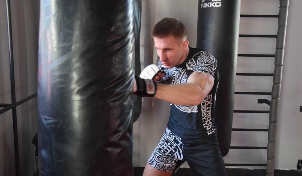 Film do artykułu: [WIDEO] Sporty walki. Marcin Skrzek przygotowuje się do najważniejszej walki w karierze. W marcu powalczy o pas mistrzowski federacji TFL