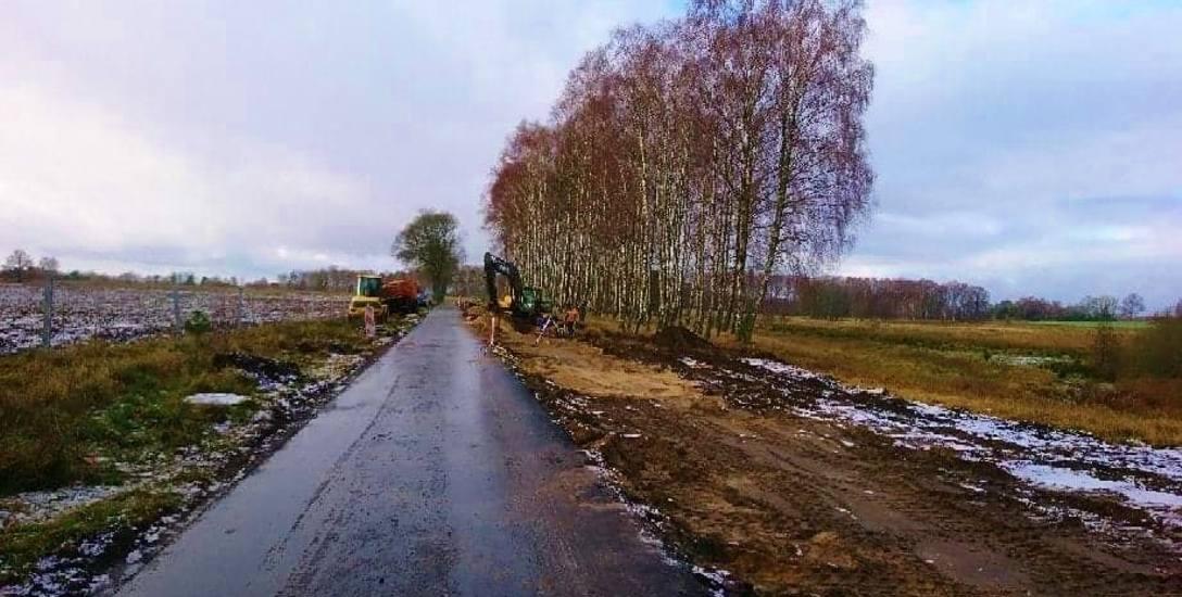 Prace na drodze powiatowej w Drzonowie rozpoczęły się już jesienią 2018 roku. Zadanie wykonuje drawska firma Pol-Dróg