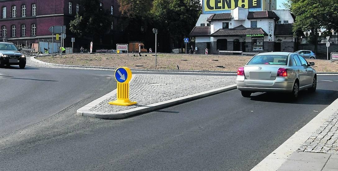 Zmotoryzowani mówią, że na nowym rondzie u zbiegu ulic Szczecińskiej, Bema i 11 Listopada zimą będzie bardzo niebezpiecznie