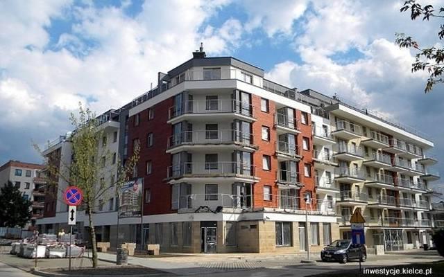 Budynek wielorodzinny przy ulicy Kaznowskiego w osiedlu Ślichowice w Kielcach ma nie tylko ciekawą architekturę, ale i świetną lokalizację.