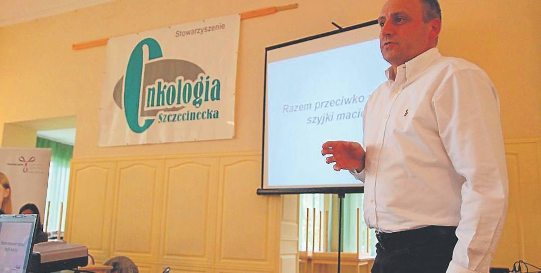 Dr Marek Ogrodziński, ginekolog, na spotkaniu sprzed kilku lat z rodzicami szczepionych dzieci