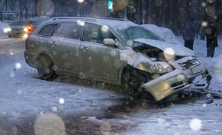 Toyota avensis została mocno porozbijana